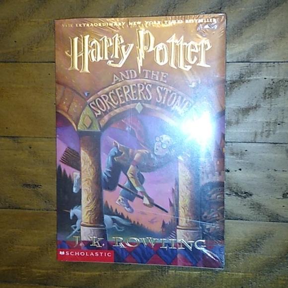 🛍Nwt harry potter paperback book sorcerer's stone